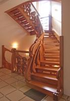 сквозная лестница в стиле модерн.jpg