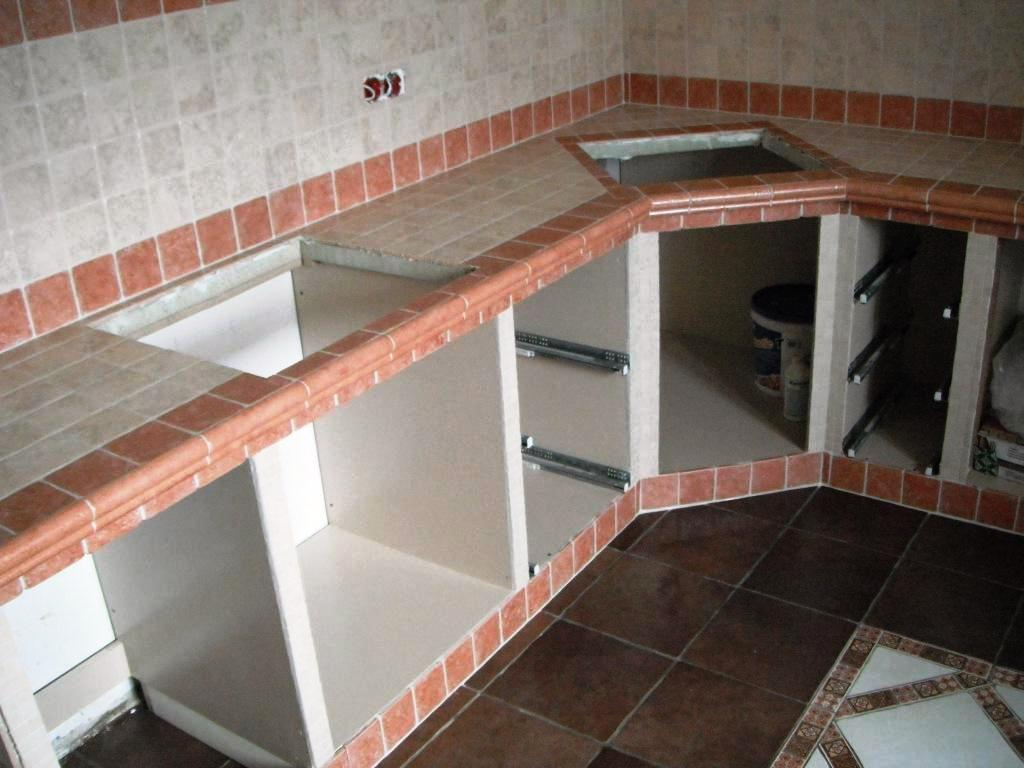 монтаж плитки на каркас кухни кантри.jpg