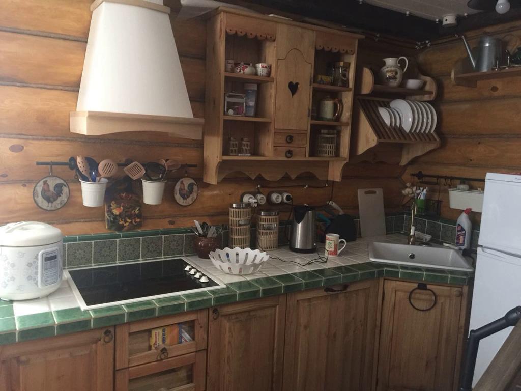 Кухня из массива сосны в Подмосковье.jpg