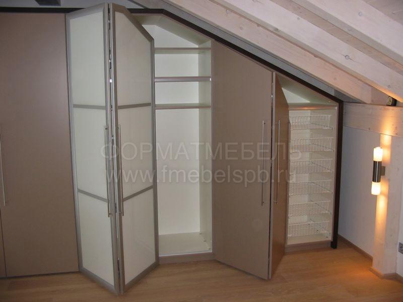 skladnye-dveri-gormoshka-pod-mansardu.jpg