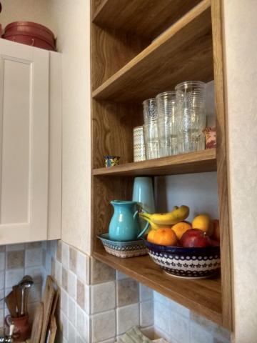встроенный стеллаж на кухню.jpg